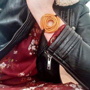 Narukvica Ruža Nacrtana oker boje od imitacije velura