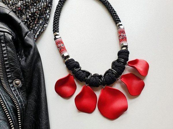 Statement ogrlica Etna na elegantnom crnom pletenom užetu