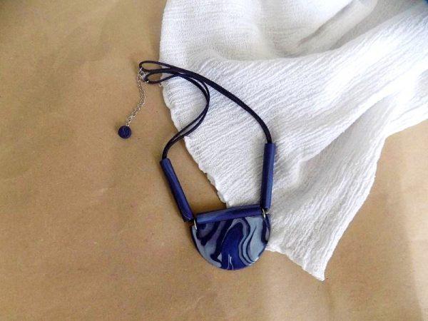 Ogrlica Tribe jedinstvenih šara na trakici od velura