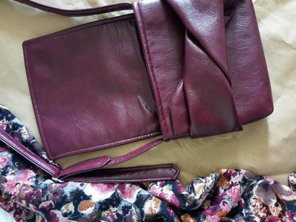 Ženska torba Minimal Knott boja ciklame od eko kože