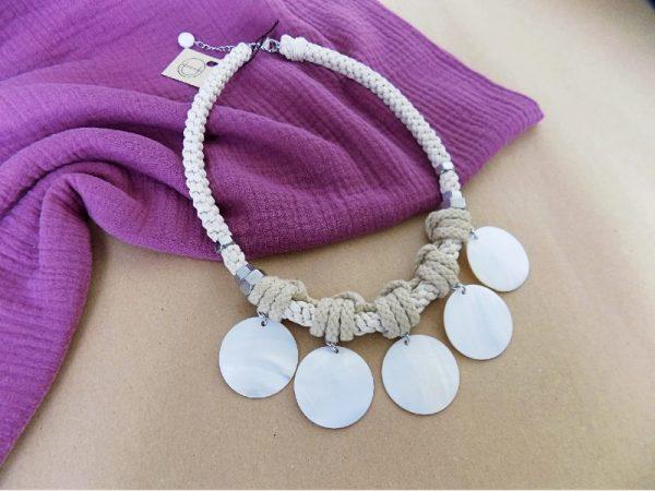 Ogrlica Shella od užeta prirodnih boja i ukrasnih školjaka